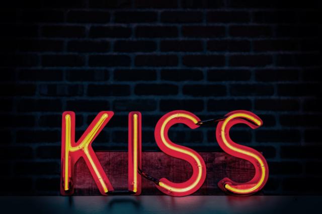 first date etiquette kiss